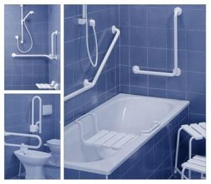 Поручни и стульчик в ванной